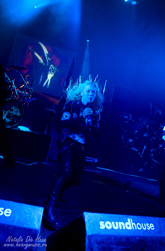 Фотография Arch Enemy #20, 10.12.2011, Germany, Geiselwind, Eventhalle